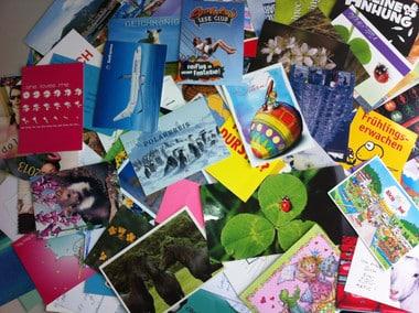 Einsendungen zum Gewinnspiel. Postkarten und Briefe